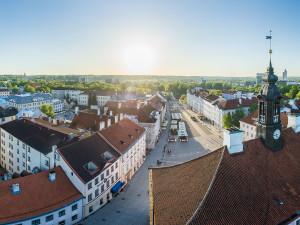 Drooniga Tartu kohal – interaktiivne ringvaade ja panoraamfoto Tartu raekoja tagant